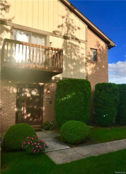 Photo of 37 MEADOW WOOD DR, Rochester Hills, MI 48307 (MLS # 21379591)