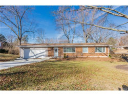 Photo of 15 Nassau Circle, St Louis, MO 63146-5389 (MLS # 17094549)
