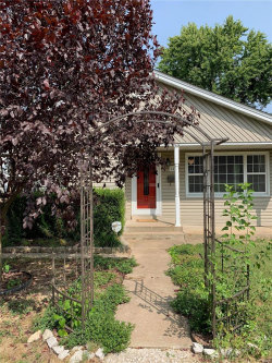Photo of 143 West Park Ave, Collinsville, IL 62234 (MLS # 20070473)