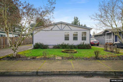 Photo of 504 Lincoln St, Silverton, OR 97381 (MLS # 759327)