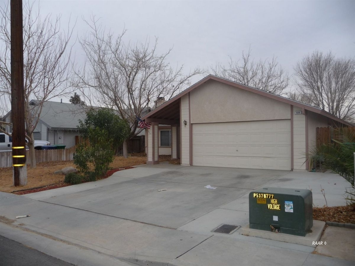 Photo for 629 E Church AVE, Ridgecrest, CA 93555 (MLS # 1956439)