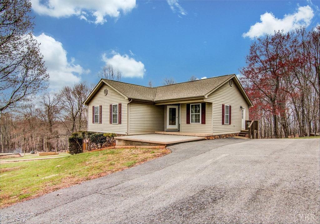 Photo for 1994 Fairfields Road, Bedford, VA 24523 (MLS # 310829)