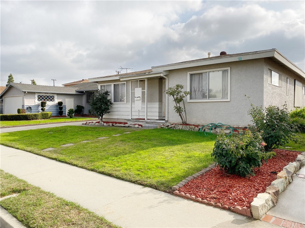 Photo for 12516 206th Street, Lakewood, CA 90715 (MLS # DW20001490)