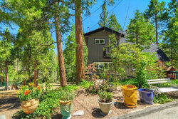 Photo of 544 Pioneer Road, Lake Arrowhead, CA 92352 (MLS # EV20129875)