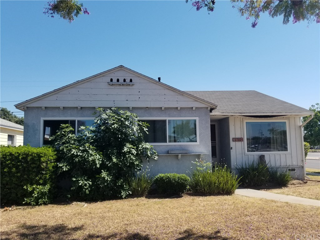 Photo for 2702 Warwood Road, Lakewood, CA 90712 (MLS # IN20113270)
