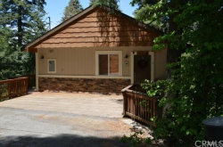 Photo of 836 Oakmont Lane, Lake Arrowhead, CA 92352 (MLS # IV17230454)