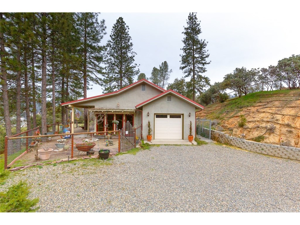 Photo for 5783 Clouds Rest, Mariposa, CA 95338 (MLS # MP19061508)