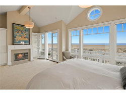 Photo of 820 W Oceanfront, Newport Beach, CA 92661 (MLS # NP17264612)