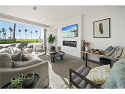 Photo of 924 E Oceanfront, Newport Beach, CA 92661 (MLS # OC18295109)