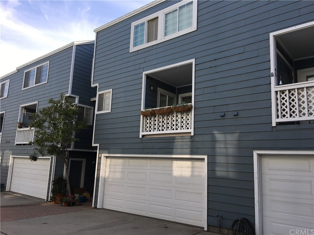 Photo for 25846 Viana Avenue, Unit B, Lomita, CA 90717 (MLS # PV18295664)