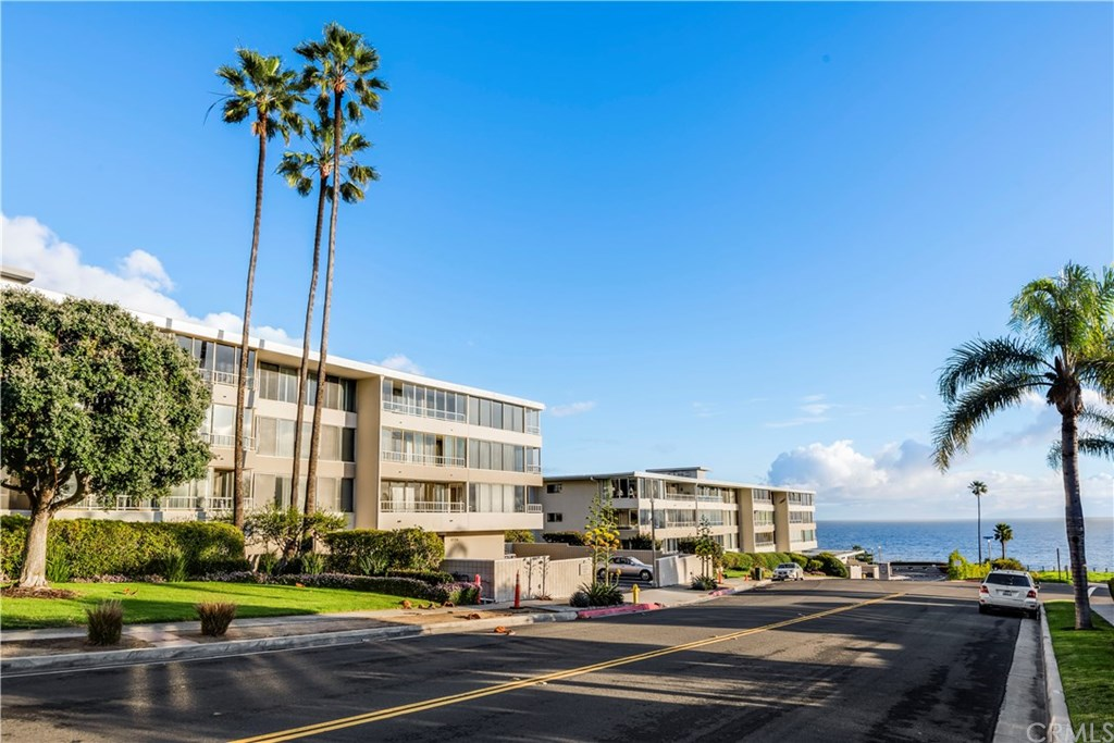 Photo for 32724 Coastsite Drive, Unit 304, Rancho Palos Verdes, CA 90275 (MLS # PV19023819)