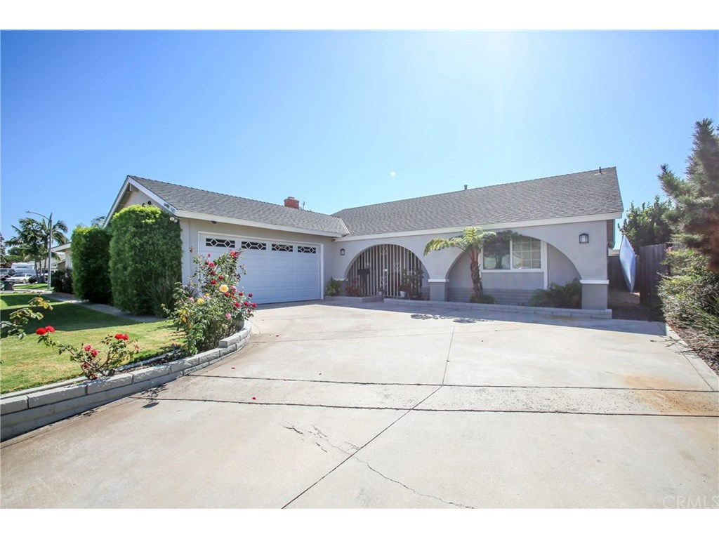 Photo for 9692 Delafield Circle, Huntington Beach, CA 92646 (MLS # PW17233303)