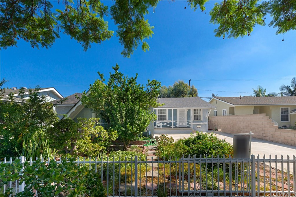 Photo for 21242 Nectar Avenue, Lakewood, CA 90715 (MLS # PW19227320)