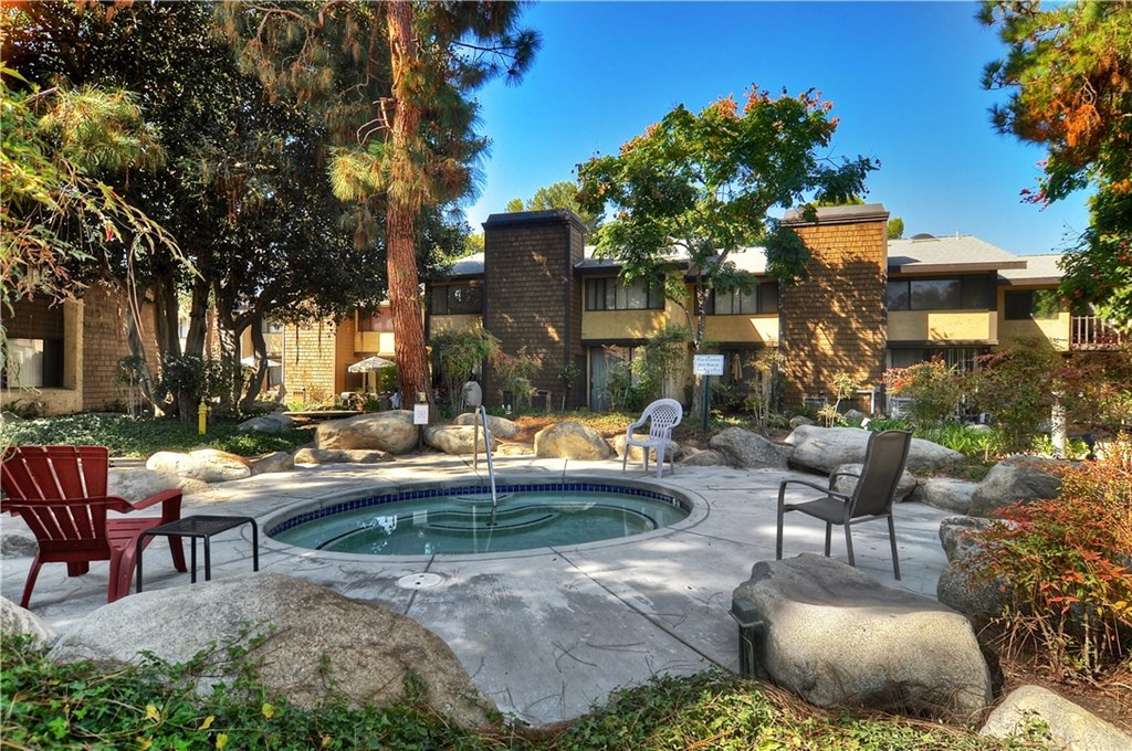 Photo for 12750 Centralia Street, Unit 4, Lakewood, CA 90715 (MLS # PW19238863)