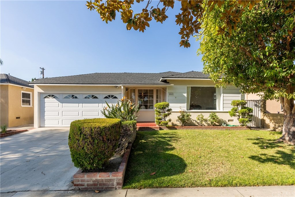 Photo for 5543 Adenmoor Avenue, Lakewood, CA 90713 (MLS # PW19269418)