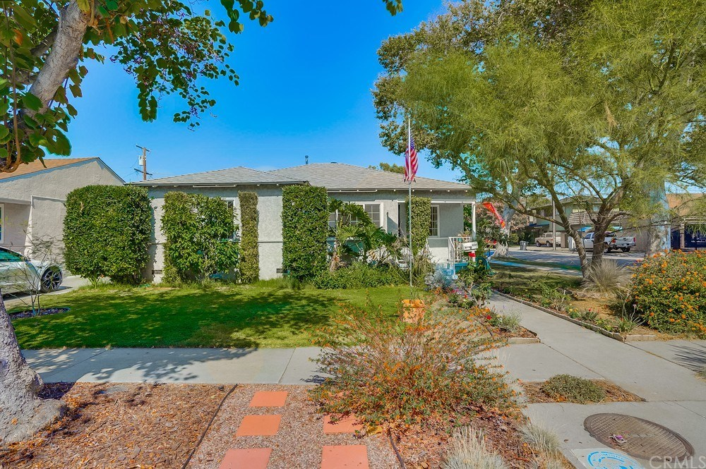 Photo for 6000 Premiere Avenue, Lakewood, CA 90712 (MLS # PW20153939)