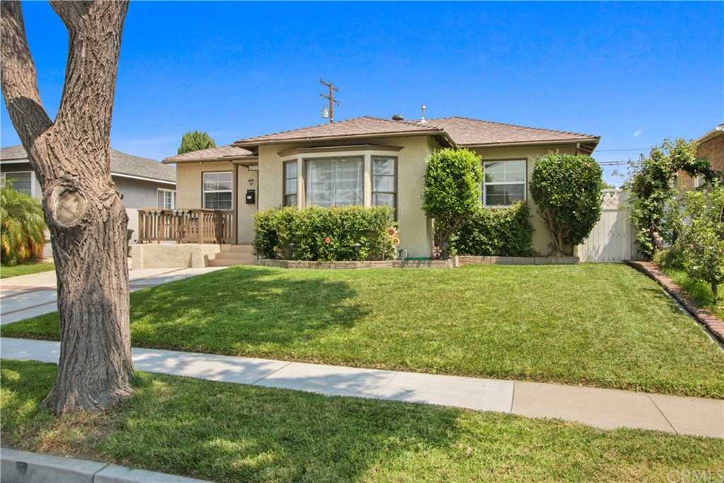 Photo for 4732 Ocana Avenue, Lakewood, CA 90713 (MLS # PW20173126)