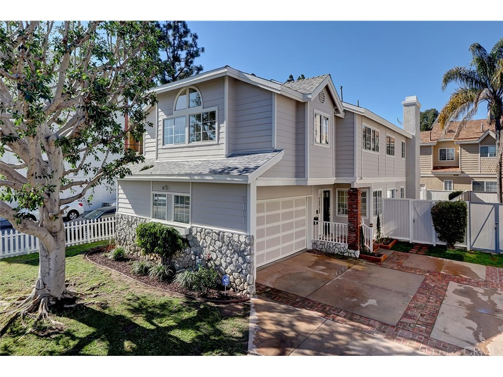 Photo for 2101 Mackay Lane, Redondo Beach, CA 90278 (MLS # SB19016917)