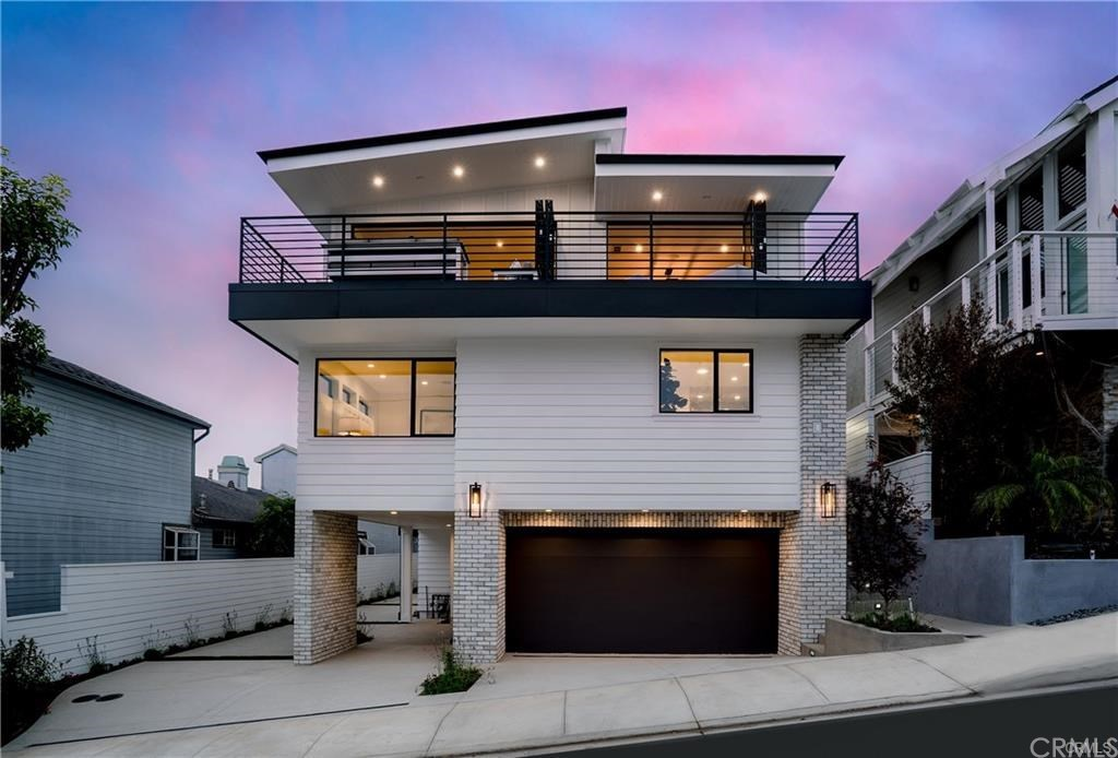 Photo for 637 7th, Hermosa Beach, CA 90254 (MLS # SB19023234)