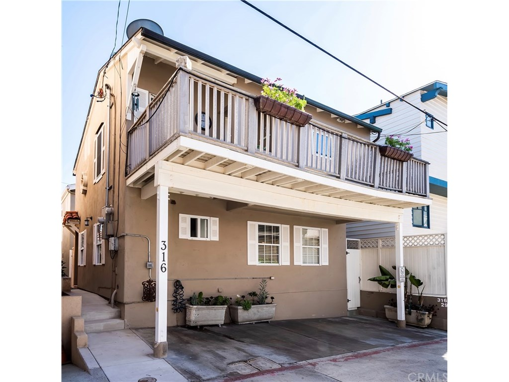 Photo for 316 29th Court, Hermosa Beach, CA 90254 (MLS # SB19024486)