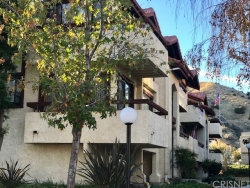 Photo of 18186 Sundowner Way , Unit 1037, Canyon Country, CA 91387 (MLS # SR18287941)