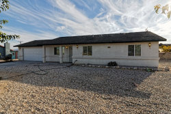 Photo of 10045 Ladera Avenue, Lucerne Valley, CA 92356 (MLS # IV18185438)