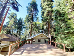 Photo of 862 Oakmont Lane, Lake Arrowhead, CA 92352 (MLS # IV19022602)