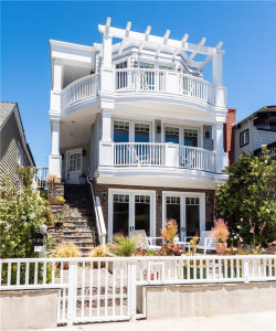 Photo of 401 10th Street, Manhattan Beach, CA 90266 (MLS # SB19117186)