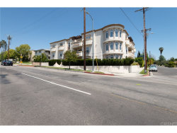 Photo of 4832 Whitsett Avenue, Unit 103, Valley Village, CA 91607 (MLS # SR18085998)