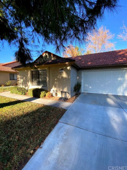 Photo of 20037 Avenue Of The Oaks, Newhall, CA 91321 (MLS # SR20257710)