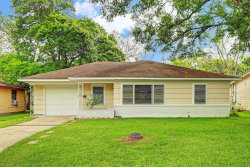 Photo of 206 S Pin Oak Drive, Texas City, TX 77591 (MLS # 27796970)