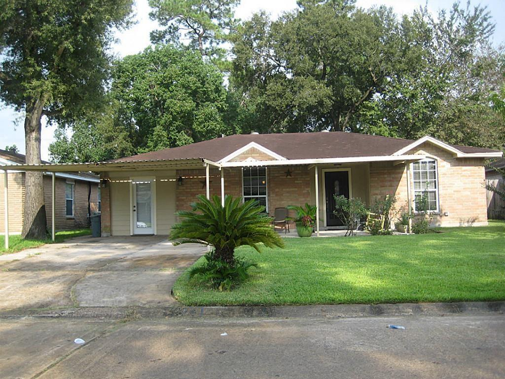 Photo for 822 Ivyhollow Dr Drive, Channelview, TX 77530 (MLS # 28371921)