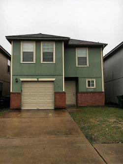 Photo of 4959 N Cancun Drive N, Houston, TX 77045 (MLS # 7420174)