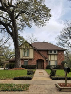 Photo of 114 Live Oak Lane, Lake Jackson, TX 77566 (MLS # 89738408)