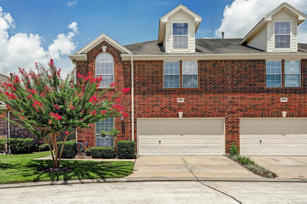 Photo for 1408 S Friendswood Drive, Unit 505, Friendswood, TX 77546 (MLS # 26306156)