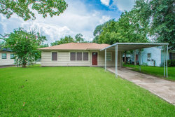 Photo of 1000 Robinhood Lane, Angleton, TX 77515 (MLS # 10174949)