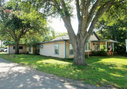 Photo of 410 Loggins Drive, West Columbia, TX 77486 (MLS # 11057926)