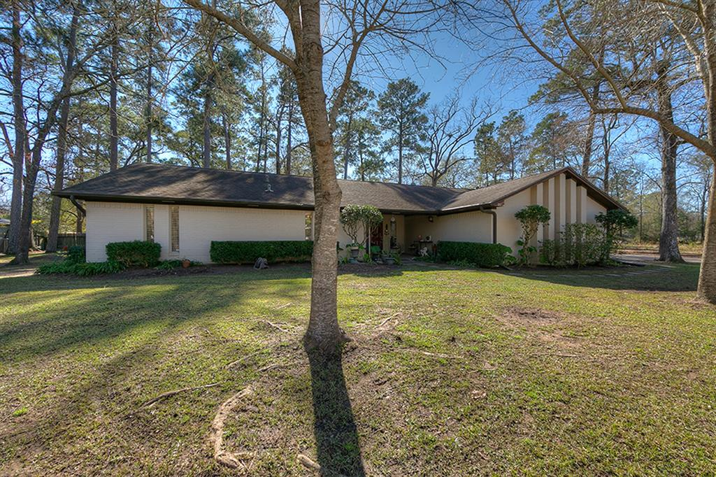 Photo for 213 Woodland Drive, Conroe, TX 77301 (MLS # 11186240)