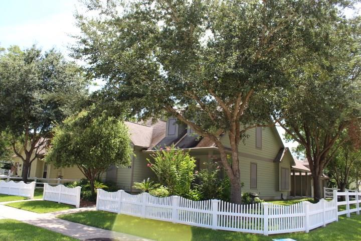 Photo for 48 Borondo Pines, La Marque, TX 77568 (MLS # 13780781)