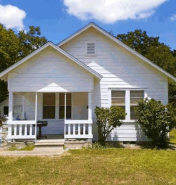 Photo of 1003 E Jackson Street, El Campo, TX 77437 (MLS # 17186084)