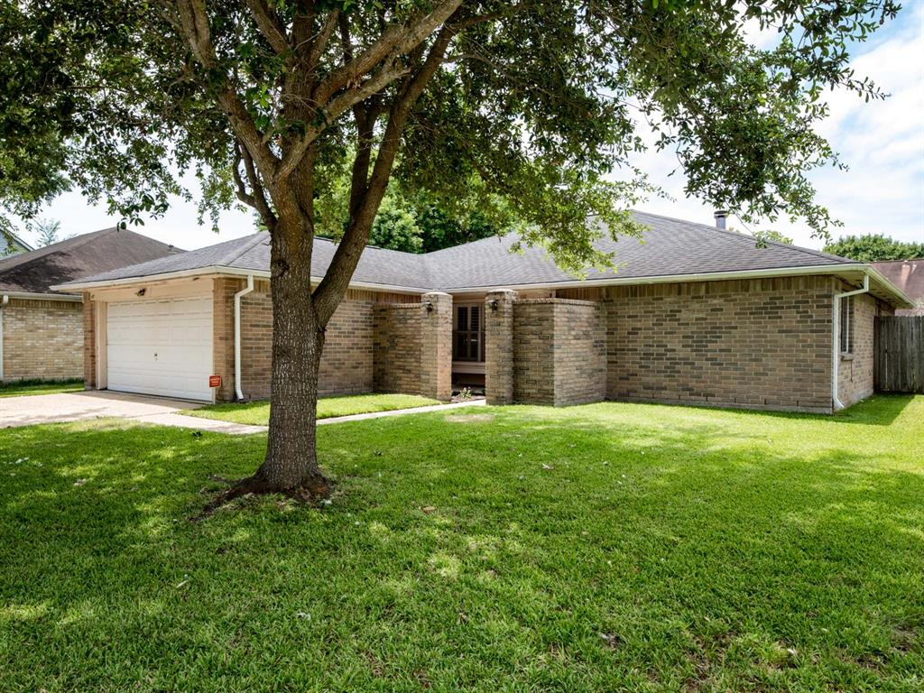 Photo for 417 Windhollow Circle, League City, TX 77573 (MLS # 19670116)