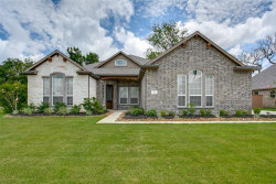 Photo of 114 Woodshore Crossing, Clute, TX 77531 (MLS # 20222997)