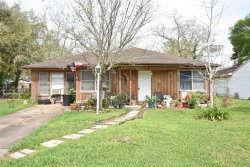 Photo of 917 Robinhood Lane, Angleton, TX 77515 (MLS # 20757576)