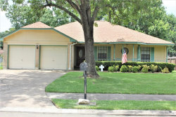 Photo of 320 Raintree Lane, Lake Jackson, TX 77566 (MLS # 26338928)