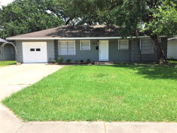 Photo of 322 Caladium Street, Lake Jackson, TX 77566 (MLS # 29492034)
