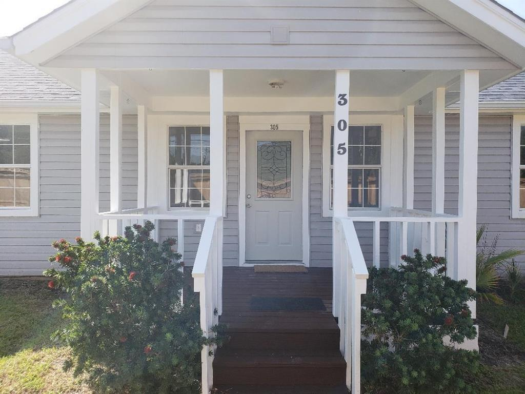 Photo for 305 Grand Avenue, Bacliff, TX 77518 (MLS # 4466559)