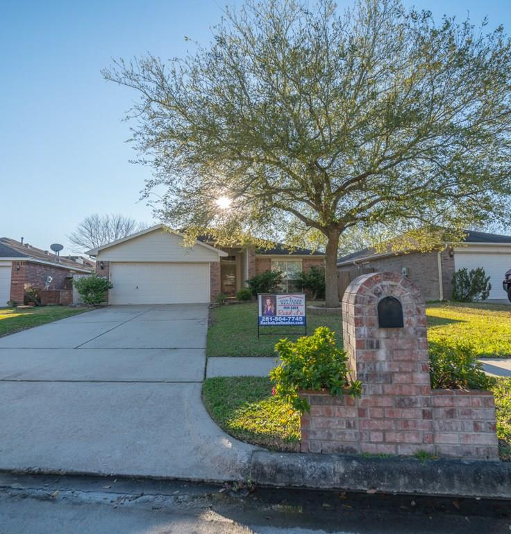 Photo for 5423 Chasewood Drive, Bacliff, TX 77518 (MLS # 45140186)