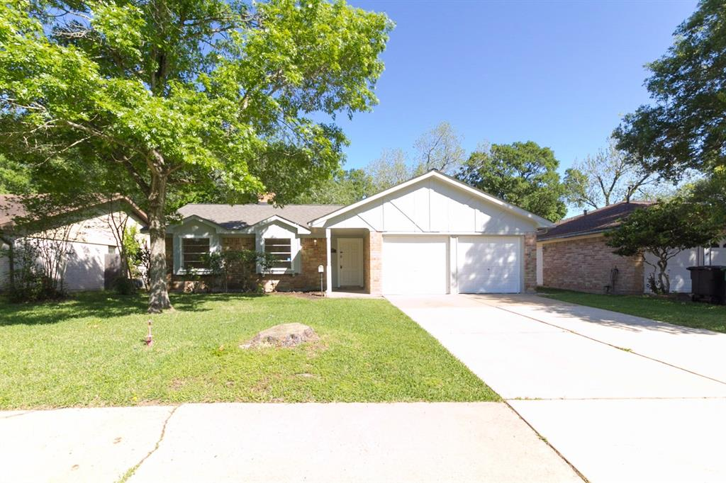 Photo for 919 Redway Lane, Houston, TX 77062 (MLS # 47265630)
