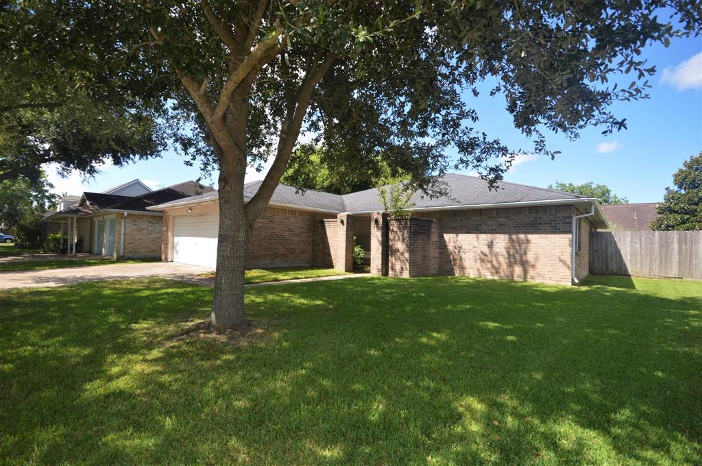 Photo for 417 Windhollow Circle, League City, TX 77573 (MLS # 57665040)