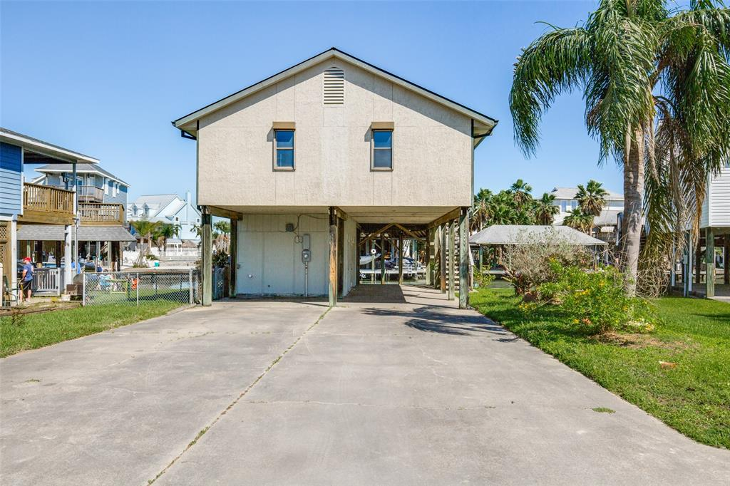 Photo for 210 Sampan Drive, Tiki Island, TX 77554 (MLS # 61307923)